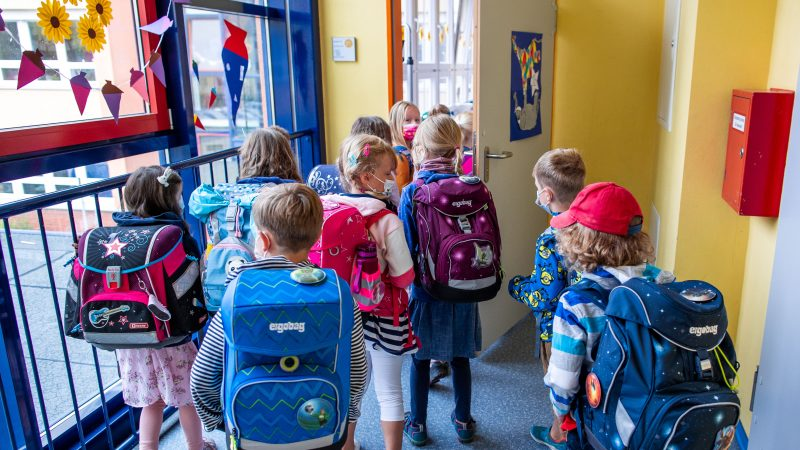 Vaccinations, tests, masks: the worry about starting school