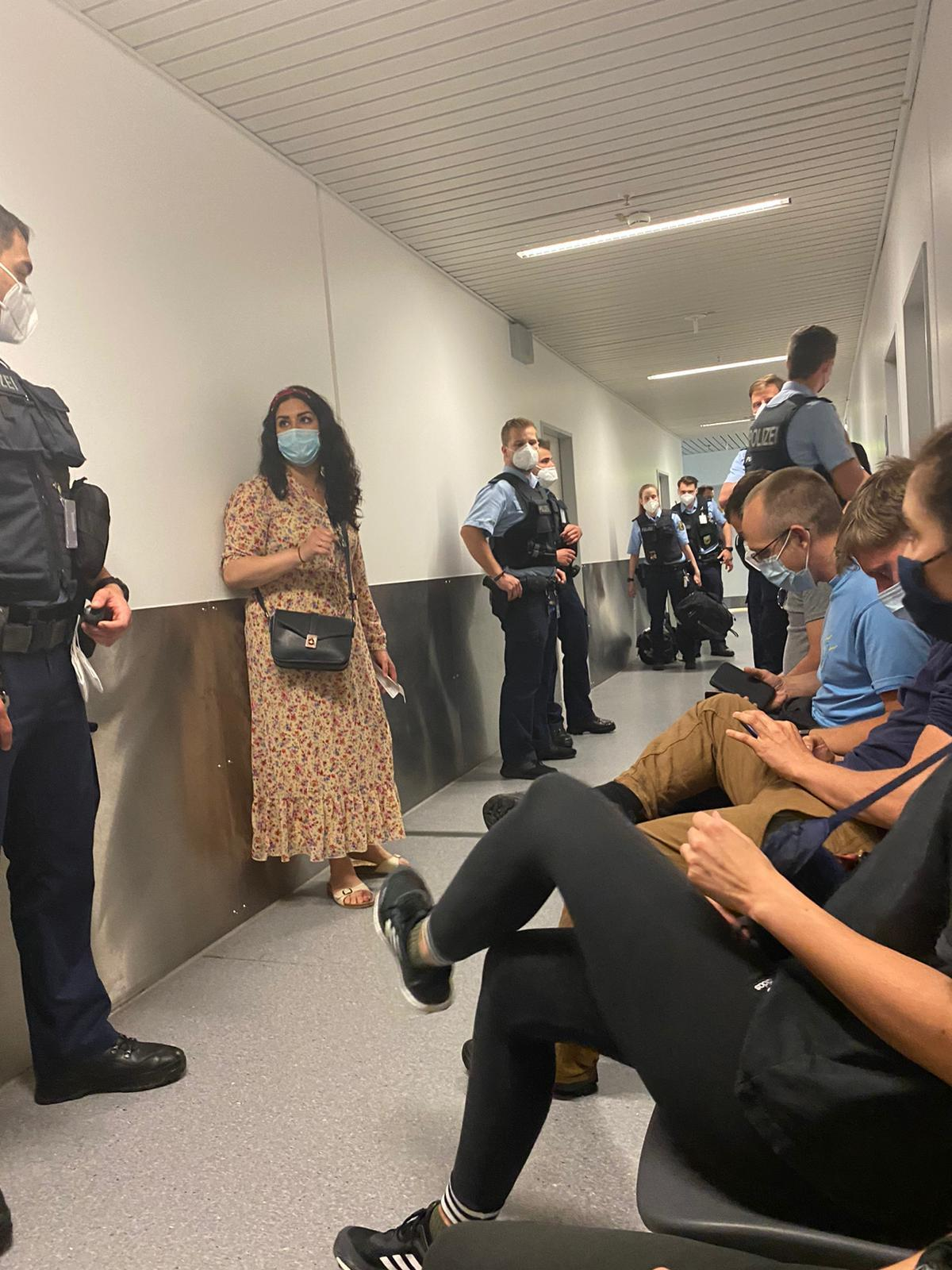 """""""Total nonsense"""": that's what Özdemir says about her arrest at the airport"""